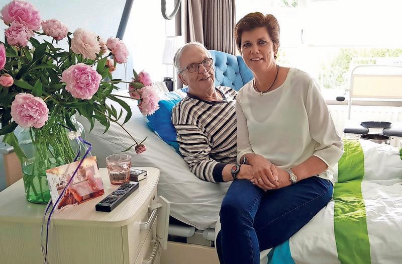 Meneer Overbeek Krijgt Zijn Dochter Op Bezoek In Het Bijna-thuis-huis Voor Mensen In Hun Laatste Levensfase