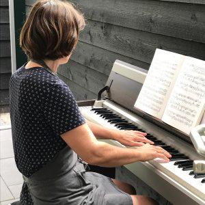 Muziek In Onze Nieuwe Achtertuin Van C'est La Vie-Huis