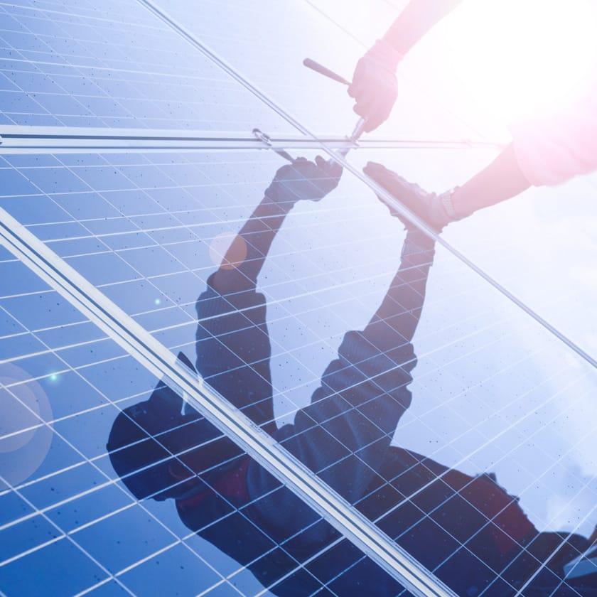 Aansluiten-zonnepanelen