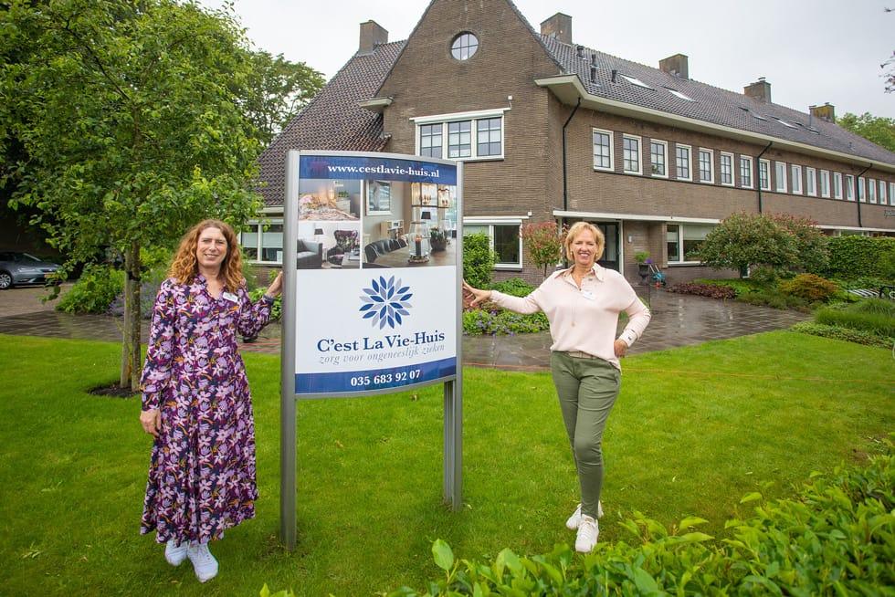Bestuurders Rénee Kool En Marina Bol. Zij Zijn Verantwoordelijk Voor Beleidsontwikkeling En Uitvoering Bij Het C'est La Bie-Huis. (Foto © Bob Awick